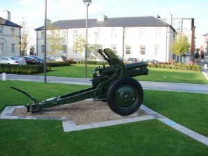 QF_4.5_inch_howitzer_Barracks_Square_Ballincollig_geograph_994317_7f30ad57
